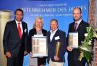 Landrätin Kerstin Weiß gratuliert Sonderpreisträger Axel Eigenstetter und Finalist Karsten Joost