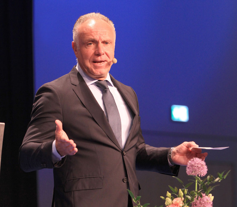 Die Fußballlegende Michael Rummenigge hielt am 12. Mai 2015 im HKB der Stadt Neubrandenburg einen Festvortrag zu dem Thema 'Der Faktor Mensch – was wir vom Profifußball lernen'